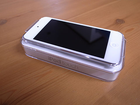 iPod touch本体とケース
