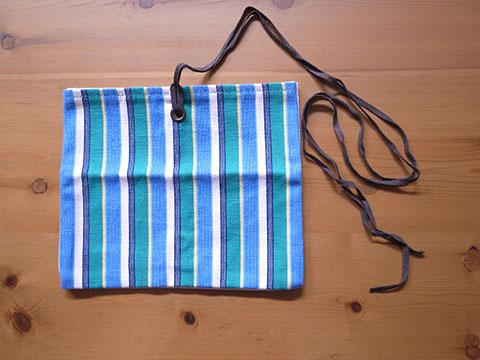 pen pouch 長い紐が特徴