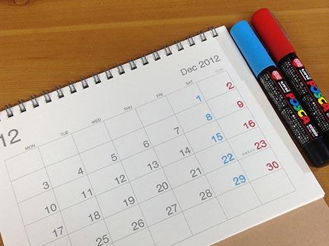 ポスターカラーでカレンダーに着色