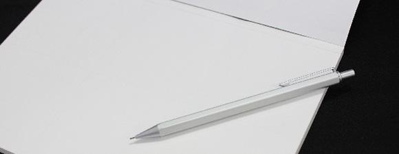 紙とペンのイメージ