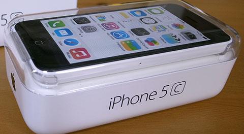 iPhone5cは透明のケース入り