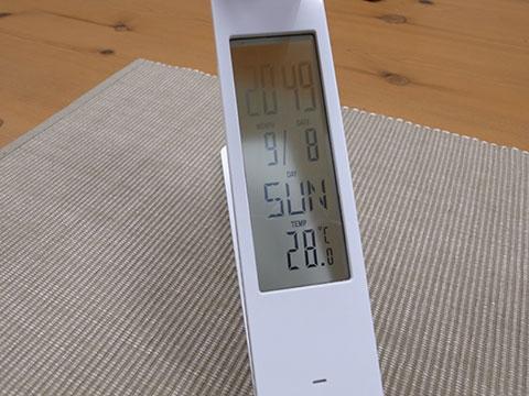 カレンダーや時計を装備