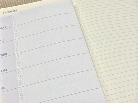 コピー用紙とMOLESKINEノートの色合い