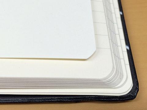 印刷用紙とノートの角を合わせてみる