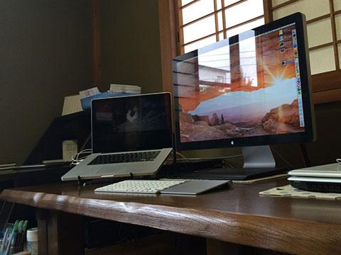 お座敷テーブルのMac