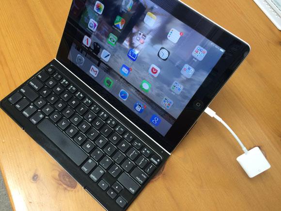 iPadとSDカードアダプタ