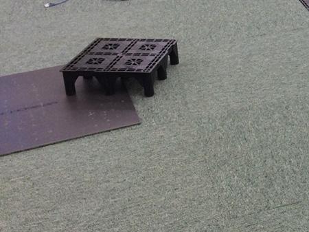 OAフロアのタイルとカーペット