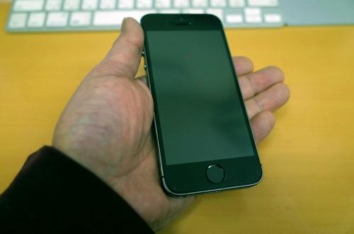 手のひらのiPhone 5s