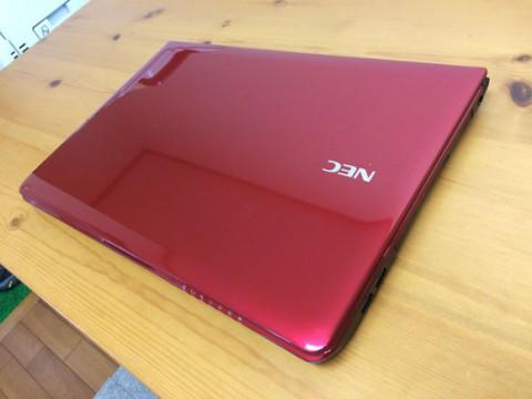 赤色のパソコン
